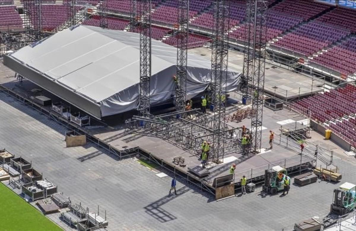 BARCELONA 11 05 2016 Montaje del escenario para el concierto de BRUCE SPRINGSTEEN en el Camp Nou FOTO FERRAN SENDRA
